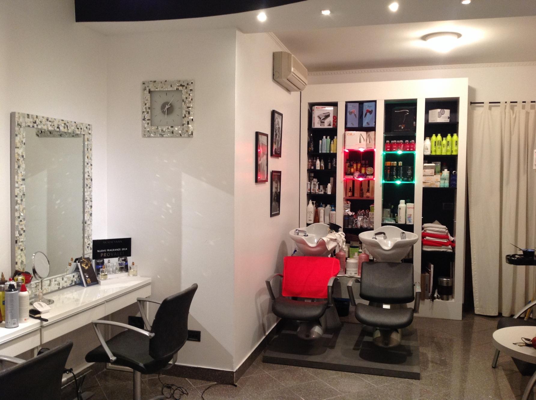 Arredamento per parrucchieri bologna arredamento for Arredamento per parrucchieri