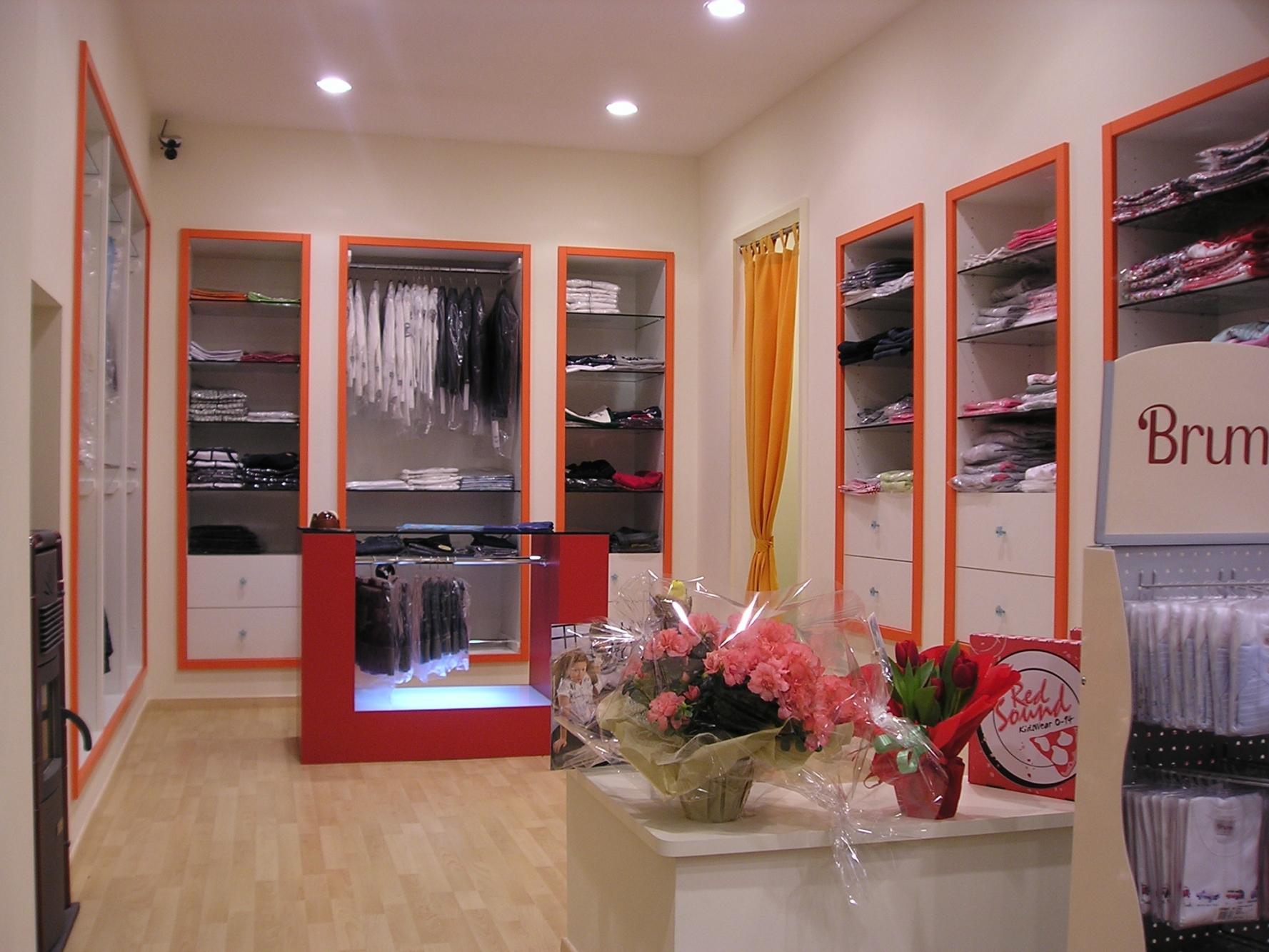 Arredamenti negozi infanzia bologna arredamento negozi for Accessori arredamento negozi