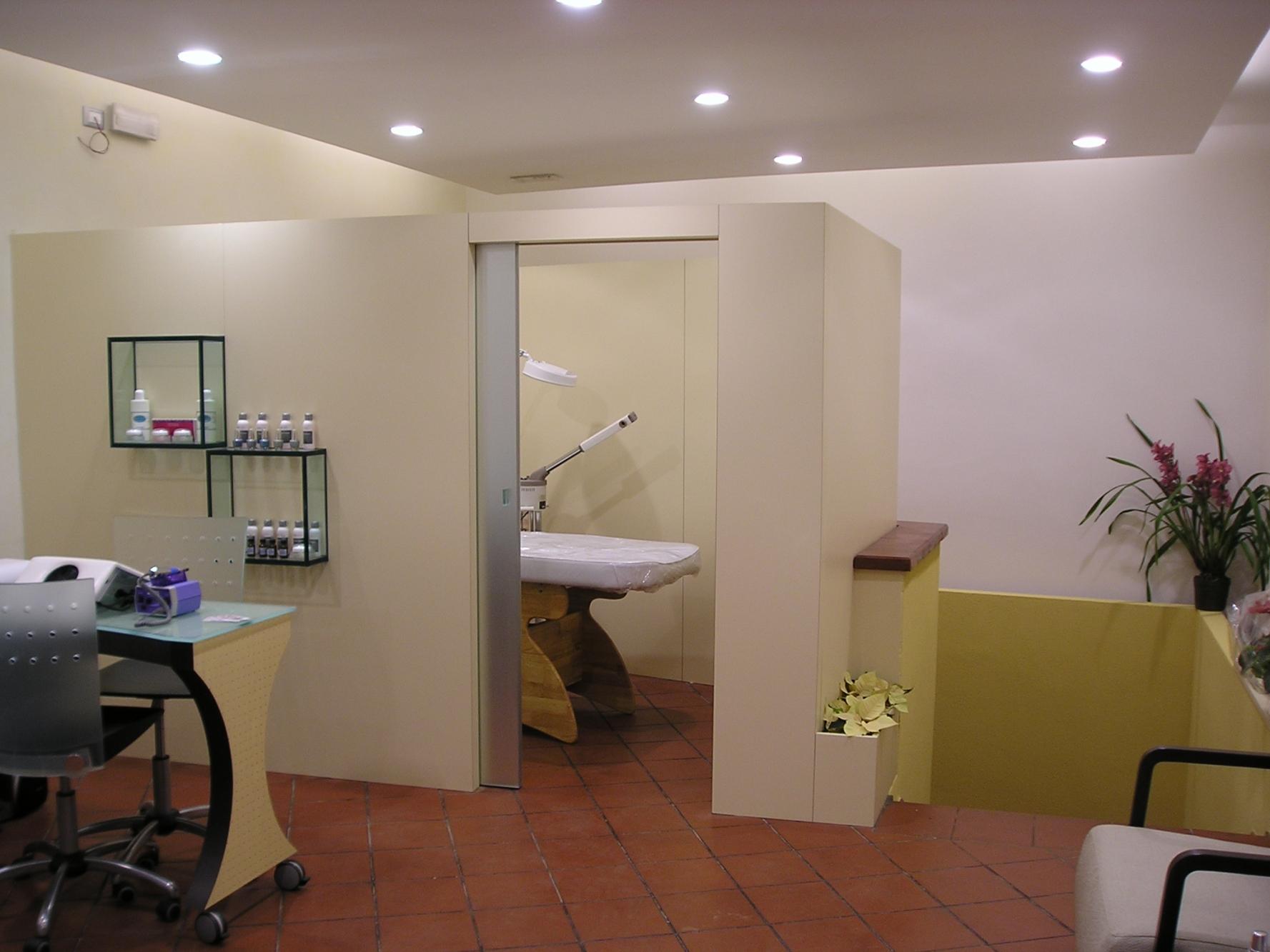 Arredamento centro di estetica elegance nail a bologna mania for Arredamento estetica